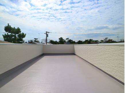 第2のリビングともなる屋上バルコニーは、ご覧の広さ