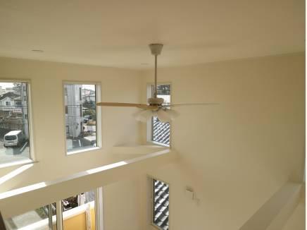 シーリングファンが周る天井は、海の近くを感じます。