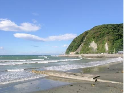 逗子海岸まで徒歩12分(約960m)