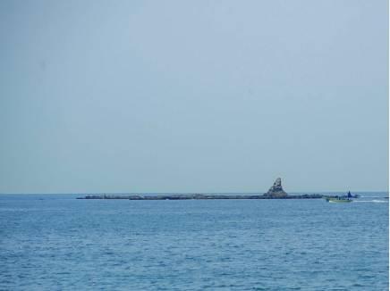 烏帽子岩を望む茅ヶ崎海岸まで徒歩18分(約1440m)