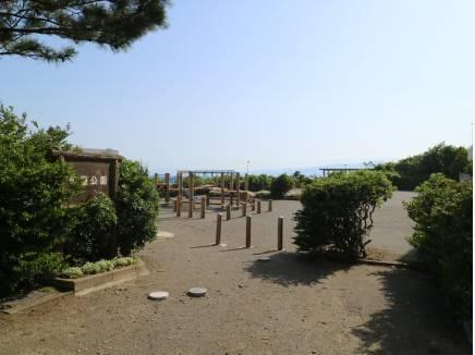 すぐ隣の公園。ここからも海が見えちゃいます‼