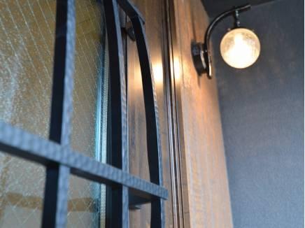 アイアンで高級感のある玄関ドア