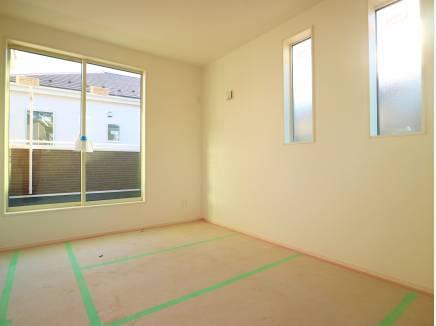 2階洋室は良く陽が差し込みます!