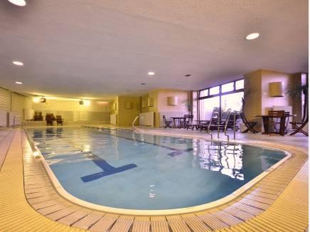 居住者が自由に泳げる専用プール!