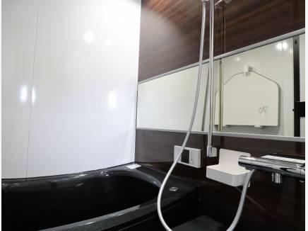 スタイリッシュなバスルーム