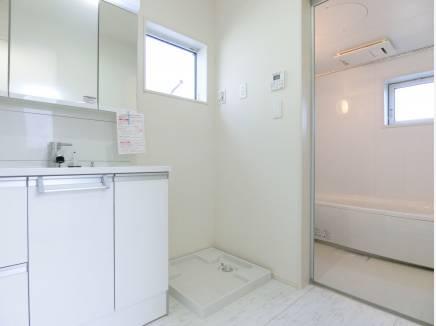 洗面はゆったり1坪サイズで快適にお使いいただけます