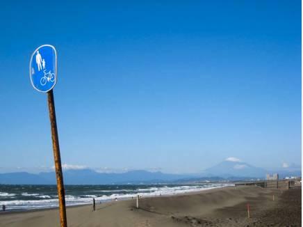海まで歩いて10分の距離感が良いですね。(約800m)