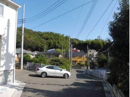 前面道路も約5mあり開放的♪車が通るのも楽々です。