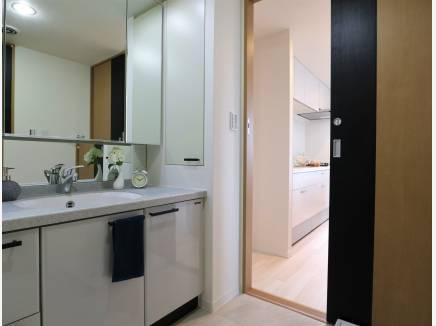 水周りは廊下~キッチンに通り抜けが出来家事動線Good!
