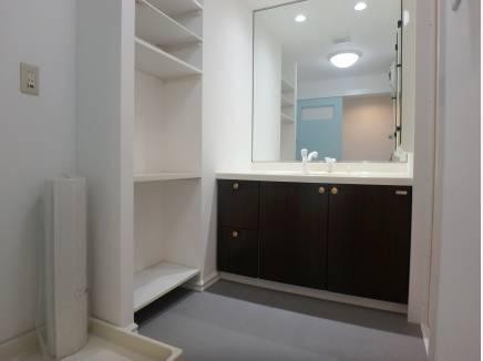 収納棚のある洗面ルーム