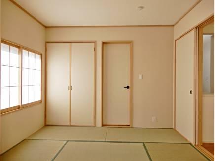和室もリビングに隣接しているので 客間としても利用できます。