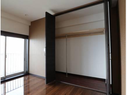 壁一面の収納スペース!