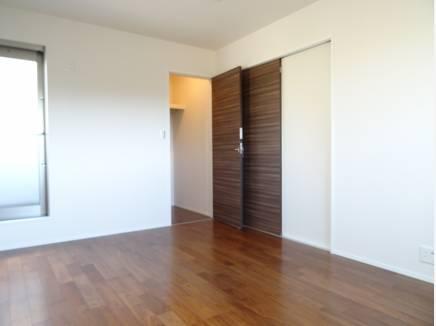 各居室の収納はたっぷりサイズ♪ウォークインも完備です