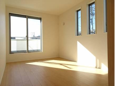 ゆとりある広さ豊富な収納を確保した居室
