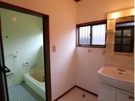 浴室は1階を共用します。