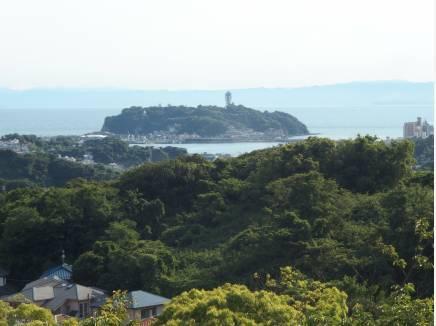 建物2階高さからの眺望です 海と江ノ島がばっちり見えます