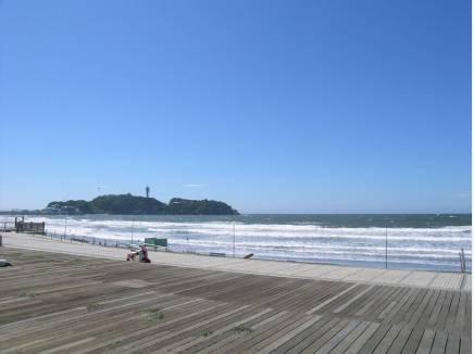 海まで徒歩3分(約240m)