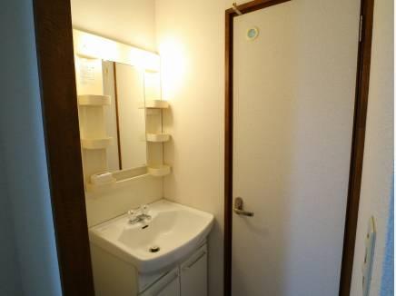 2階には独立洗面台があります。