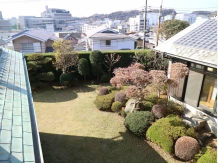 2階から中庭を見下ろす