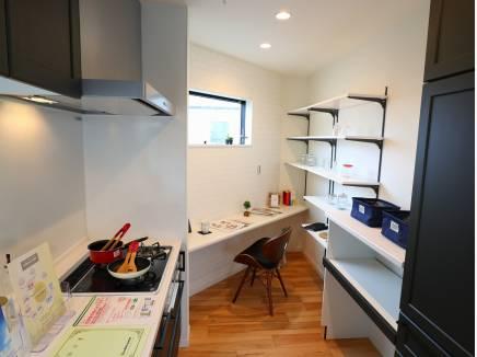 キッチン奥には、秘密のカフェコーナー。
