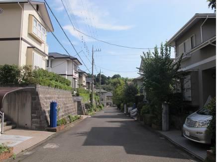 道路も広々したとても綺麗な分譲地