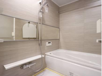 バスルームも広くゆっくり浸かれます!