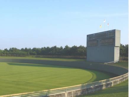 伝説のライブもあった茅ヶ崎公園野球場(約700m/徒歩9分)