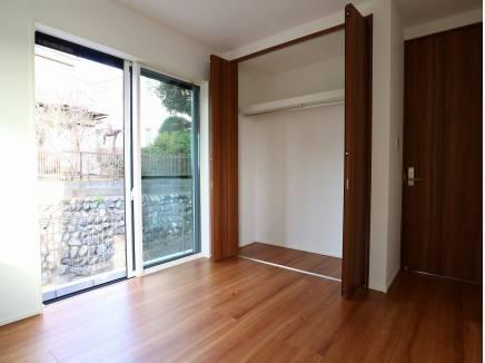 各居室収納を完備しています。