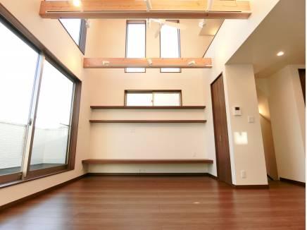 勾配天井でとっても開放的なリビング