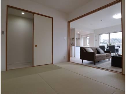 あると嬉しい和室は廊下からも出入り可能!