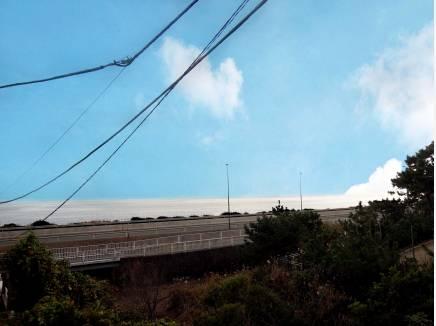 西湘バイパスの先に海を望みます