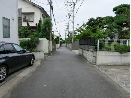 抜け道に使われることもほとんど無い車通りの少ない住環境です