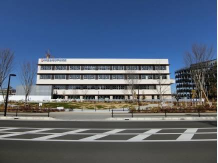 ららぽーとのお向かいに建設中の湘南平塚病院です。