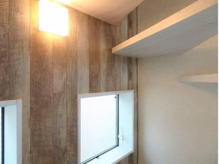 温かみのあるウッドの壁