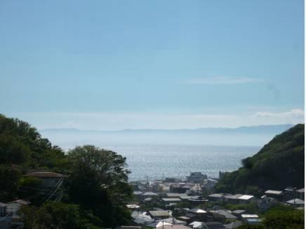 七里ガ浜方面の海も望みます(約20m)