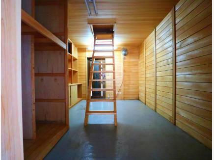 蔵をヒノキでリノベーション! 2階にお部屋があります