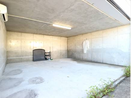 広々2台分のガレージ