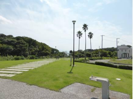 分譲地内には、海の見える公園も(約180m)