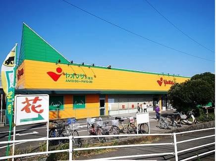 地元の方にはおなじみにスーパー「ヤオマサ」
