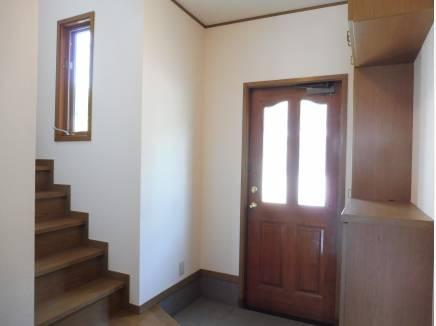 玄関スペースも十分な広さを感じられます。