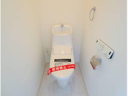 トイレもホワイトカラーで清潔感!