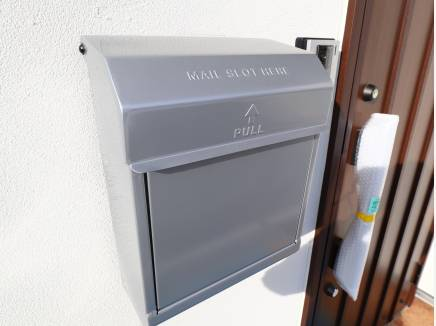 アイアン調のメールボックスは時間が経つと味が出てきます。