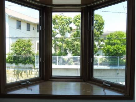 北側の窓からもしっかりと自然を望めます。