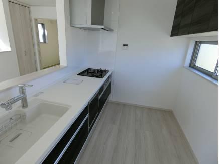食洗器付きの対面キッチン、ワークトップ・シンクは人造大理石!