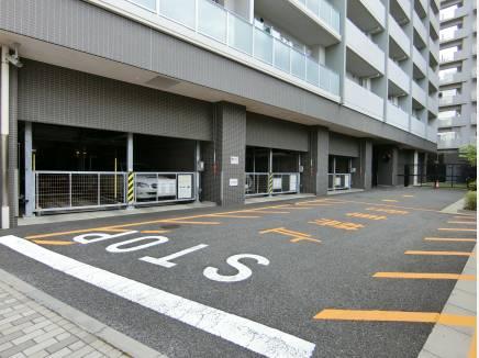 2箇所ある敷地内駐車場は計94台駐車可能です