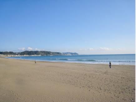 海まで歩いて2分(約100m)