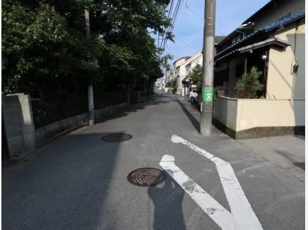 前面道路は広く、駐車しやすいです!