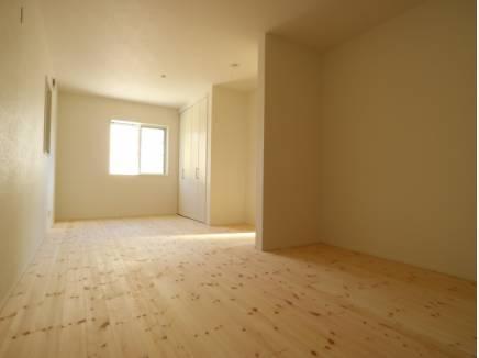 主寝室は12.5帖と第2のリビングとなるような広さが