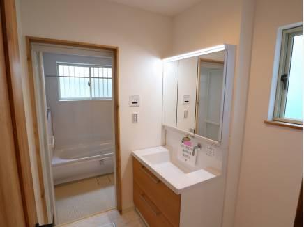 使い勝手のいい洗面スペース。