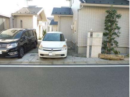 駐車スペースも1台分しっかりと完備しております。